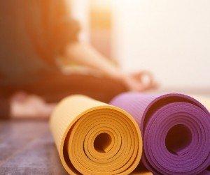Las 7 posturas básicas de yoga que todos creen saber